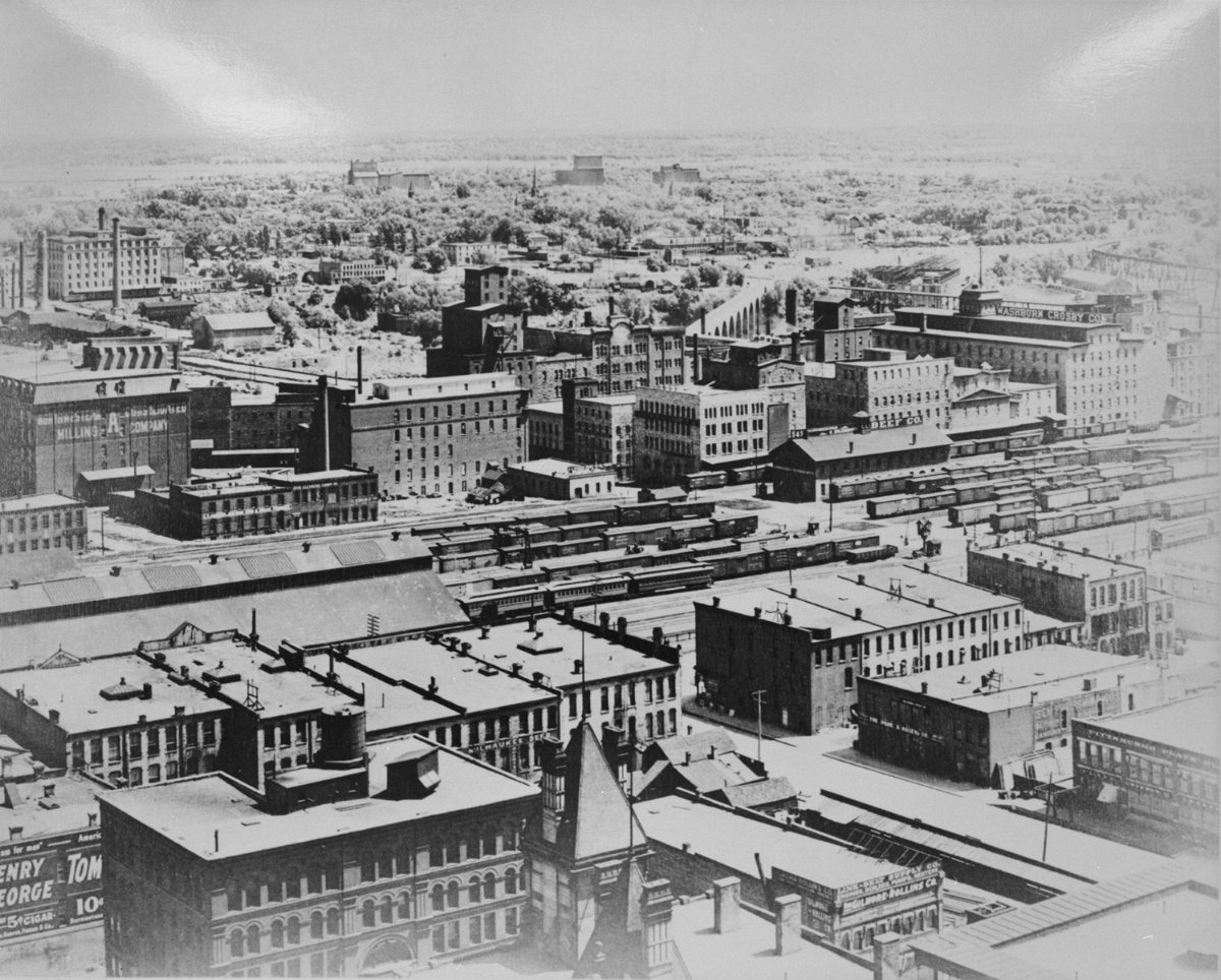 Photo credit:  Wikimedia Commons  | West Side Milling District, dated c. 1905